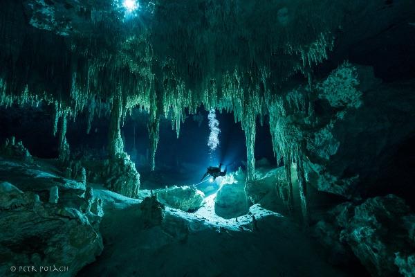 Potápění v mexických cenotes